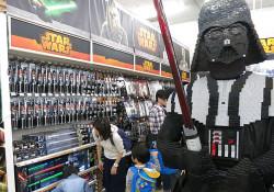 star-wars-toys-r-us-pic